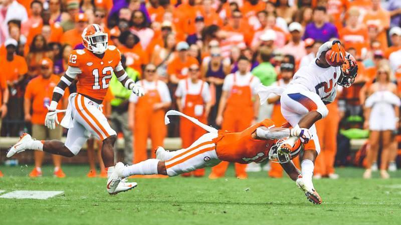 Isaiah Simmons makes a tackle v. Syracuse Saturday.