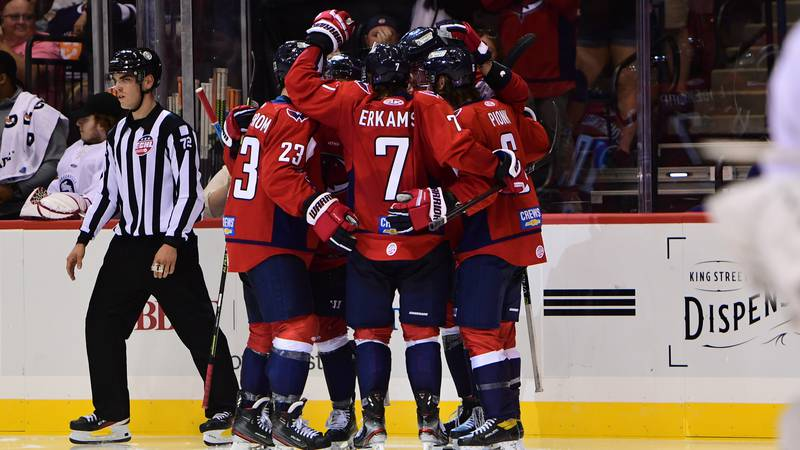 The South Carolina Stingrays (1-0-0-0) doubled up the Greenville Swamp Rabbits (0-1-0-0) by a...