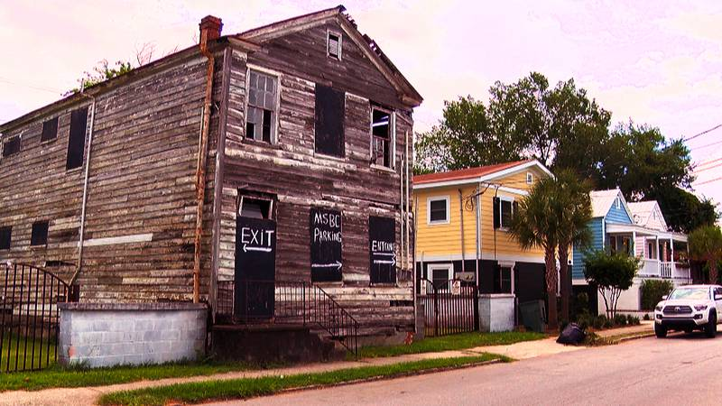 Despite Charleston's booming real estate market, there are still hundreds of buildings in the...
