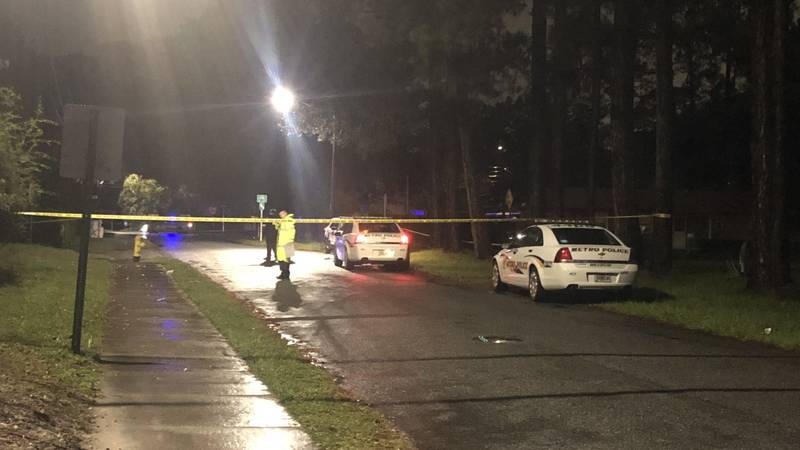 1 person seriously injured in shooting at Seminole, Atwood streets