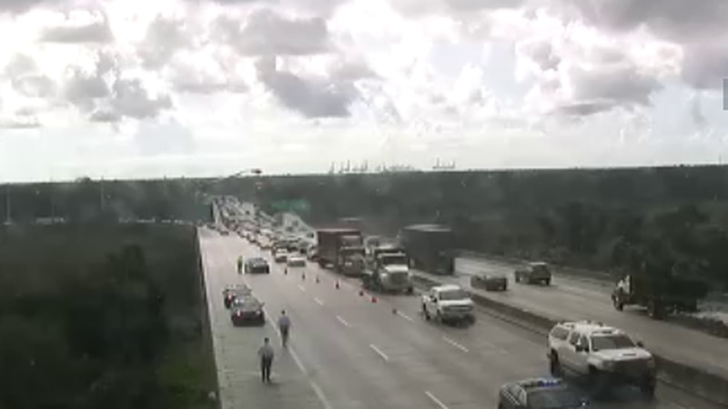 SCDOT traffic cameras reveal that the incident closed the two right westbound lanes on I-526.