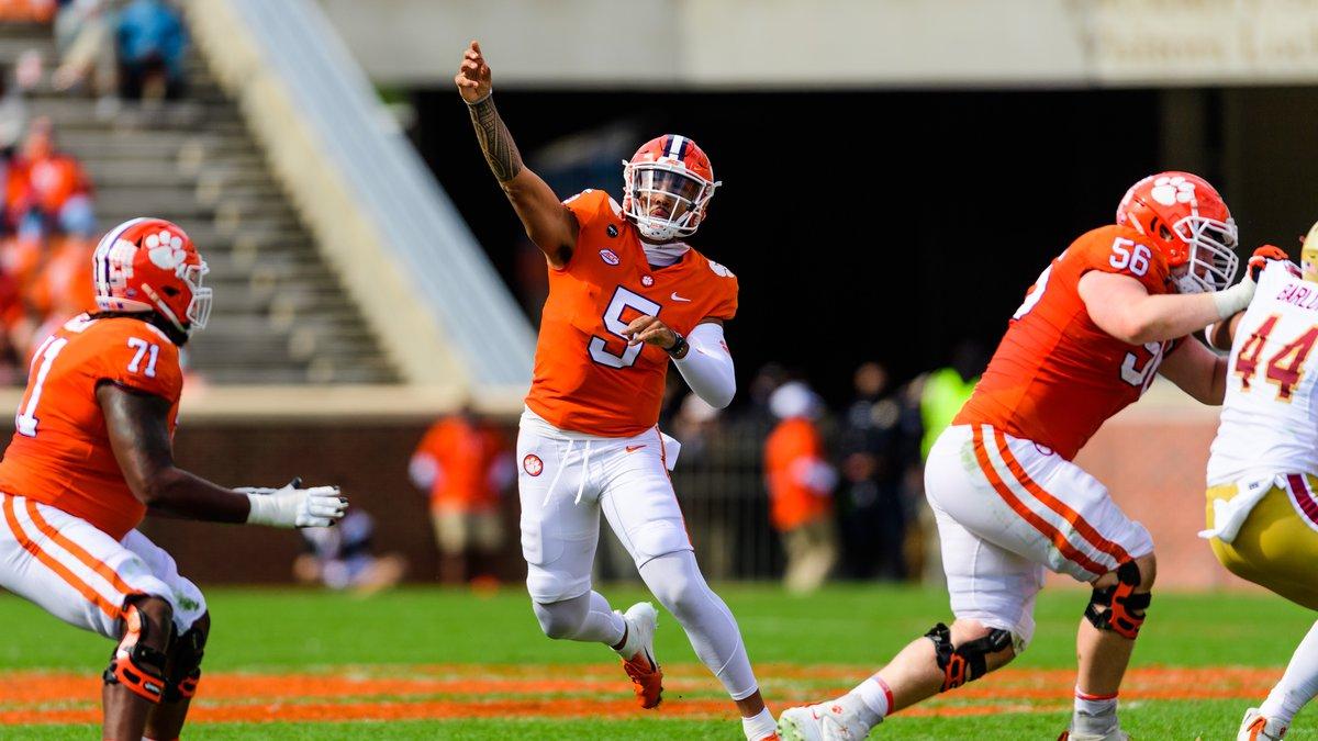 Clemson quarterback D.J. Uiagalelei(5) throws a pass in the 1st quarter of the NCAA football...