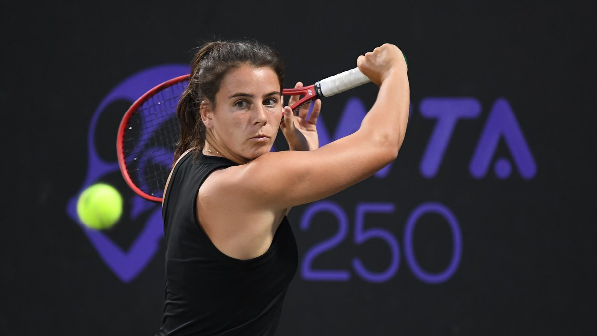 Lowcountry native Emma Navarro was eliminated in the 2nd round of the MUSC Health Women's Open...