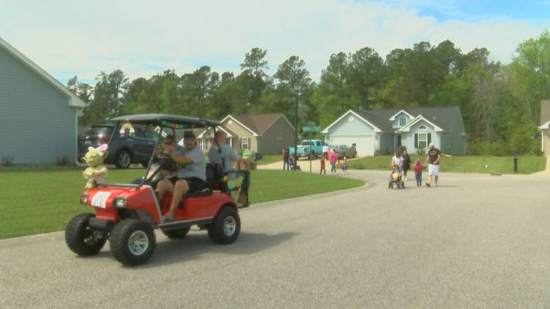 Neighborhood mom puts on social distancing parade